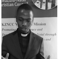 Rev Swelakhe Shelembe of the KwaZulu-Natal Council of Churches who runs the project, facilitating one of the community dialogues